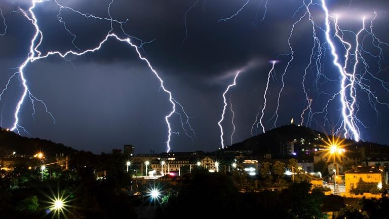 Гръмотевична буря удари Пловдив