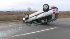 Двама с опасност за живота след катастрофа на шофьор с отнета книжка