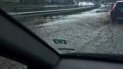 Спукан водопровод наводни част от пътя Варвара - Велинград