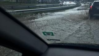 И в Пазарджик силен дъжд блокира улици