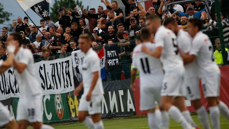 Феновете на Славия призоваха: Дайте чист въздух на футбола и запалянковците