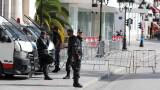 """Франция очаква още тероризъм - страната е във """"война срещу ислямистката идеология"""""""