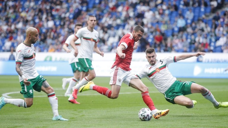 Ясен Петров обмисля трима в защита срещу Италия