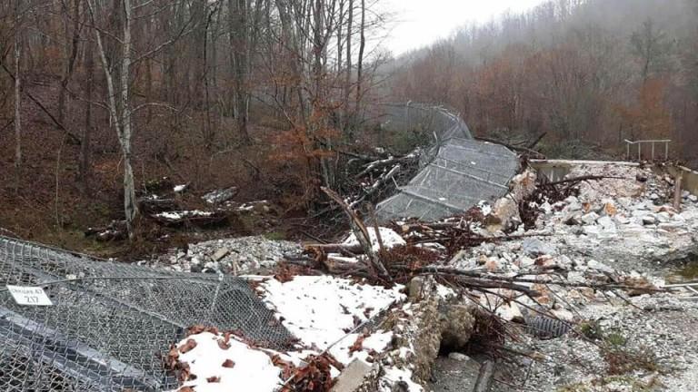 Снимките на падналата ограда застрашавали националната сигурност