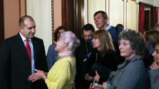 Президентът призова за засилване на връзките с българите зад граница