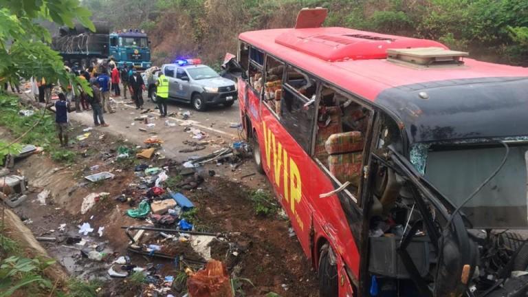 Два автобуса са се сблъскали в Гана, при което са