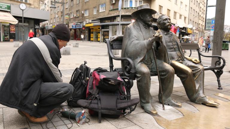 Възстановен е бастунът от фигурата на Пенчо и Петко Славейкови
