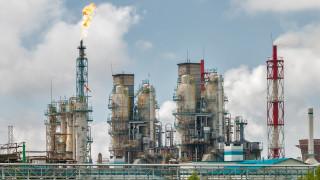 Саудитска Арабия инвестира $10 милиарда в петролна рафинерия в Пакистан