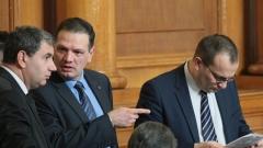 Депутатите се събират извънредно, стреснати от заканата на Радев