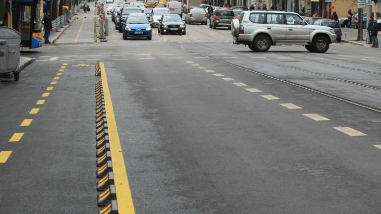 Колоездачът, нарязал гумите на линейка, заплашил водача с убийство
