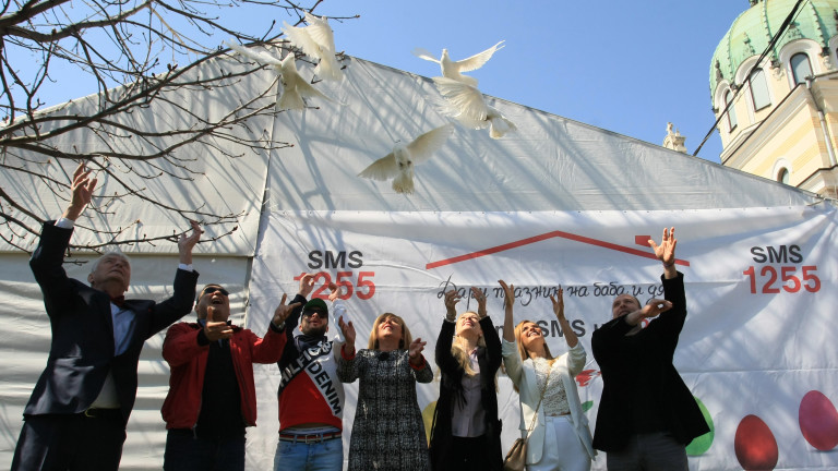 Снимка: С ято бели гълъби стартира кампанията Великден за всеки