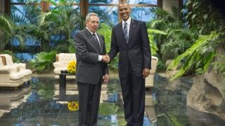 Обама и Кастро с историческо ръкостискане в Двореца на революцията в Хавана