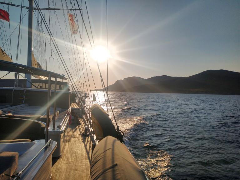 Последни слънчеви лъчи от борда