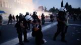 Протести в Гърция, след като правителството изисква всички медици да бъдат ваксинирани