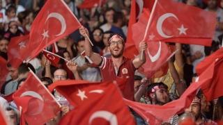 Закопчаха предполагаемия лидер на опита за преврат в Турция