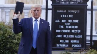 """""""Надявам се да е истина"""", обясни Тръмп за твърдения, че е богоизбран"""
