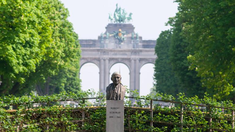 Папа Франциск поставя френския държавник Робер Шуман, един от основателите