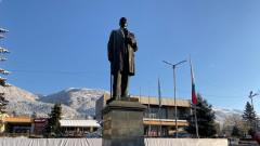 Кметът на Сопот изнася местния парламент на площада