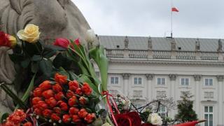 8.56 утре в Полша - звън на камбани и вой на сирени