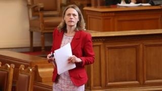 Ива Митева прочете указа на президента за разпускане на НС