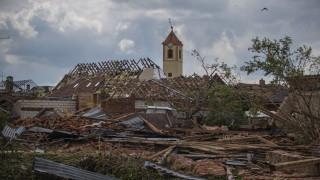 30 000 семейства на тъмно след торнадото в Чехия