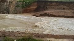 Укрепват бреговете на реката край Крумовград
