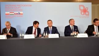 """Вишеградската четворка """"скочи"""" срещу """"Северен поток-2"""", бил политически проект"""