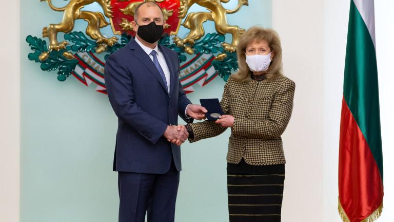 Държавният глава награди юриста проф. Екатерина Трендафилова
