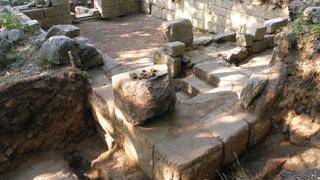 """Археолози """"обсаждат"""" тракийска резиденция край Старосел"""