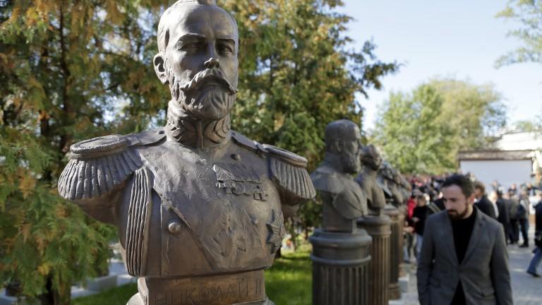 Руският патриарх Кирил води кръстно шествие в памет на Николай