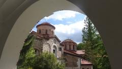 Метохът на Бачковския манастир се руши