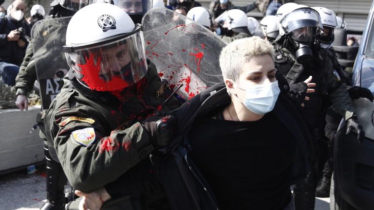 Хиляди студенти протестират в Гърция срещу патрулите в кампусите