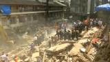 Загинали и затрупани под рухнала сграда в Мумбай