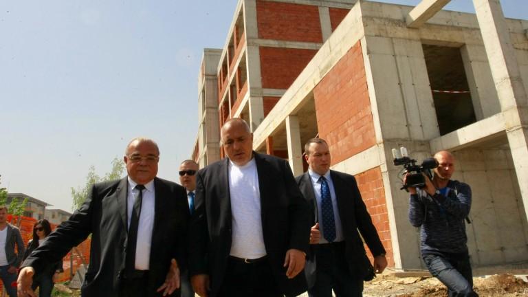 Премиерът Бойко Борисов притеснен от инспекцията на строежа на новия