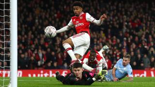 Арсенал се отърва с уплаха срещу Лийдс