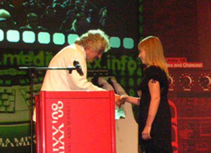 """Наградиха """"Най-добър млад журналист"""" за 2008 г. в Албена"""