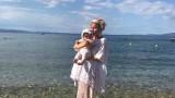 Илиана Раева заведе внучката си на море (СНИМКИ)
