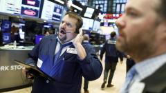 """Срив на акциите спря търговията на """"Уолстрийт"""" за 15 минути"""