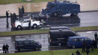 """МВР на Беларус обеща да използва """"хуманно"""" оръжия срещу протестиращи"""