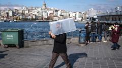 Турция отваря ресторантите, но лекарите притеснени