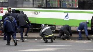 Автобус се вряза в чакащите на спирка край московското метро