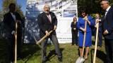 Министър Кралев и председателят на НС Цвета Караянчева направиха първа копка на многофункционална спортна зала в Кърджали