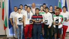 Министър Кралев награди медалистите от Европейското първенство по вдигане на тежести за юноши и девойки