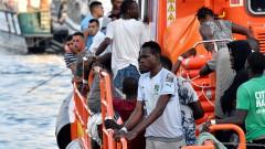 Испания спаси повече от 90 мигранти от удавяне