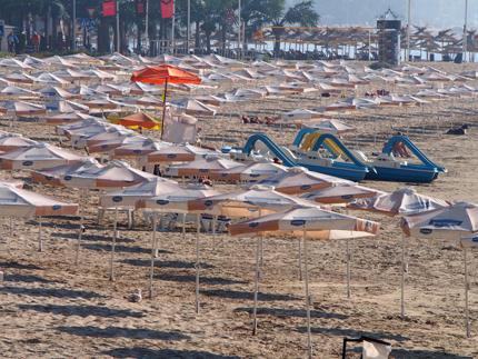 До 30 лв. за чадър и шезлонг на плажа