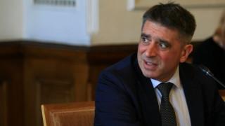 Кирилов е самотен като правосъден министър и малък да оценява президент и премиер