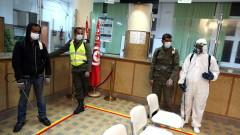 Тунис налага полицейски час за ограничаване на коронавируса