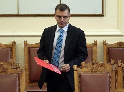 """Фонд """"Научни изследвания"""" е направен да тече, обяви Дянков и поиска закриването му"""