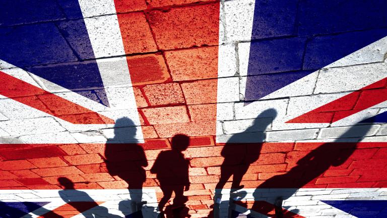 Нетната миграция във Великобритания от ЕС падна до най-ниското си