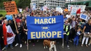 Хиляди по централните улици на Лондон протестират срещу Brexit